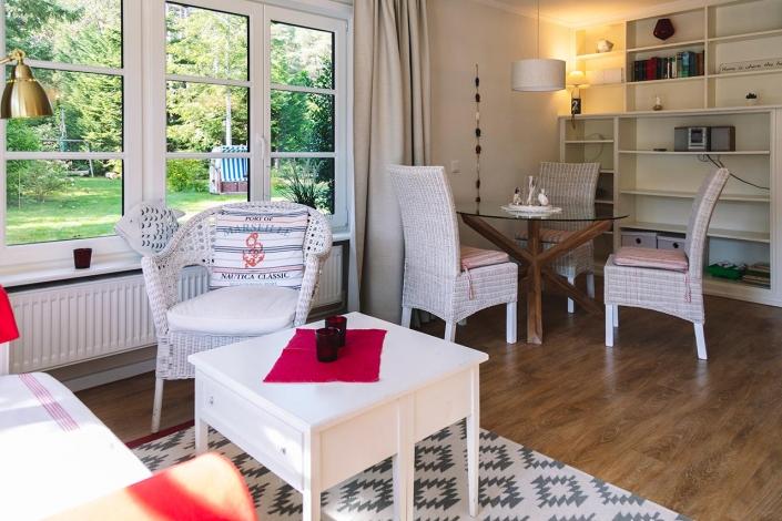 Ferienhaus Möwe Jonathan - Appartement Wohnzimmer mit Essbereich